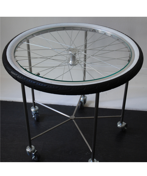 un roue de v lo entre les mains de fran ois arnal above luxe actualit luxe lifestyle exigeant. Black Bedroom Furniture Sets. Home Design Ideas
