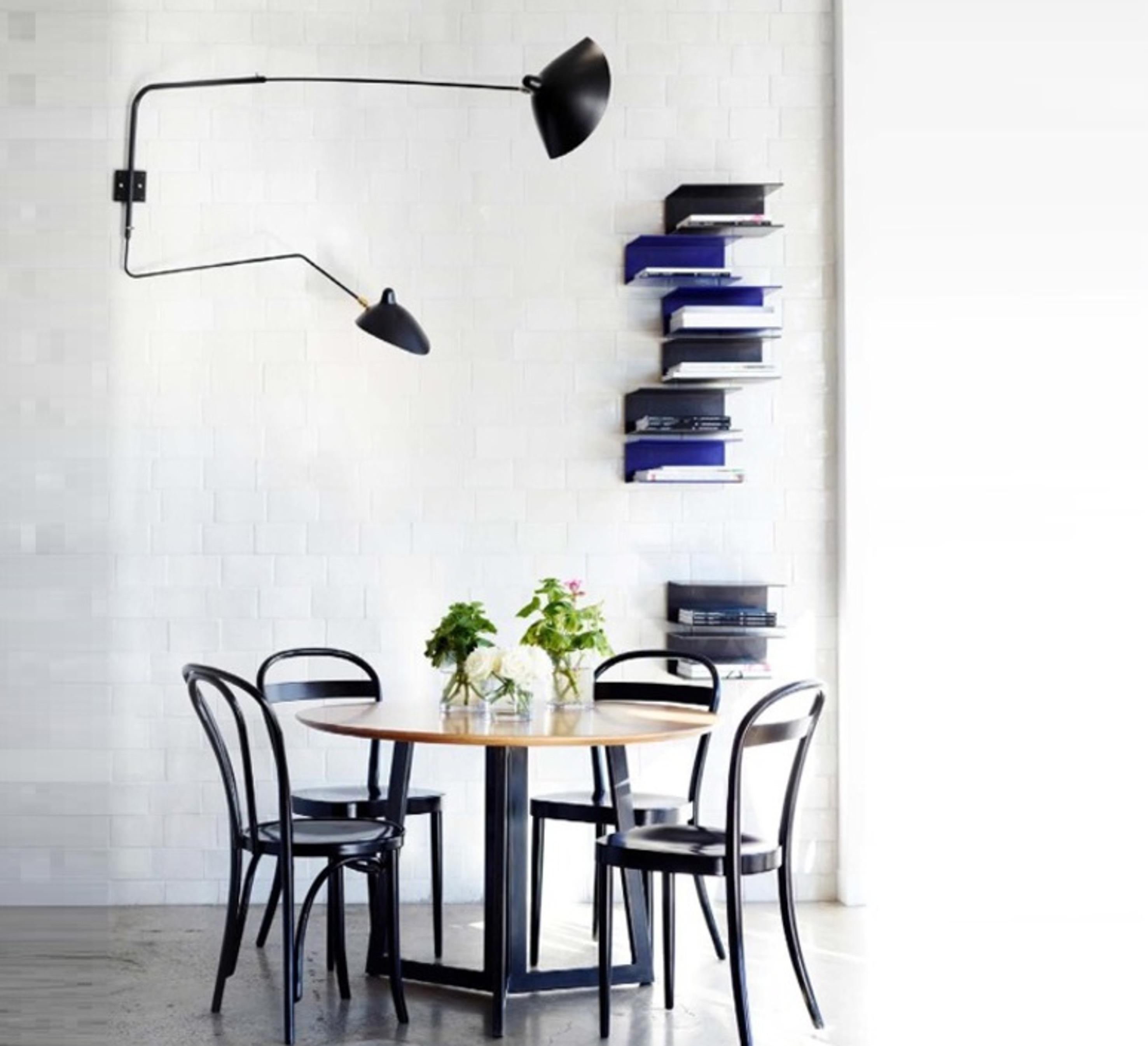2-bras-pivotants-dont-1-courbe_serge-mouille_editionssergemouille_ap2b1c-noir_luminaire_lighting_design_signed-20816-product